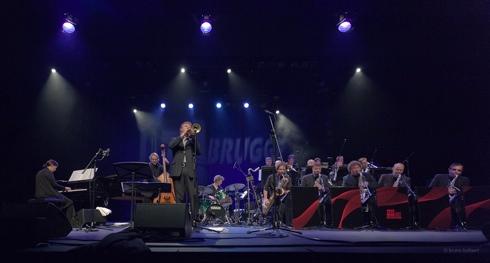 Brussels Jazz Orchestra op Jazz Brugge, BE door Bruno Bollaert
