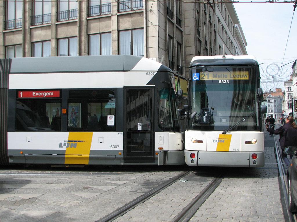 Trams botsen tegen elkaar » Gentblogt: www.gentblogt.be/2011/05/06/trams-botsen-tegen-elkaar