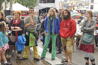 een volgelopen Trefpunt-plein Bij Sint-Jacobs