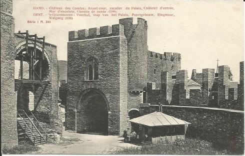 Serie 1 nr. 341 's Gravensteen: Voorhof, Trap van het Paleis, Poortgebouw, Ringmuur, Walgang (1180)