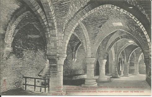 Serie 1 nr. 347 's-Gravensteen: Stal (1180-1350), Pijnkelder (XV-XVIIIde eeuw) bij helle zon